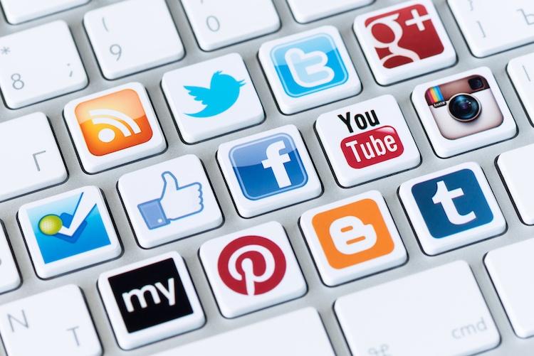 Resultado de imagen de influencia de redes sociales en el comprador